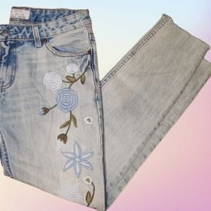 Free People Floral Embroidered Jean size 26